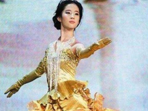 历届金鹰女神战袍都是黄色,为何赵丽颖和她人不一样?答案在这里