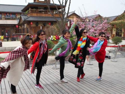 """中国大妈好不容易开始享福,为何出去旅游却被""""拉黑""""?"""