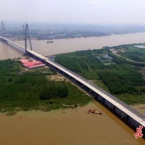 桥面铺装9月初将完成 青山长江大桥预计年内通车