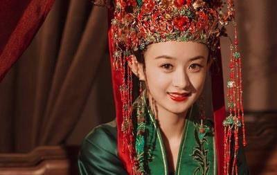 赵丽颖绿嫁衣,鞠婧祎红嫁衣,杨幂黑嫁衣,都不及她的惊艳
