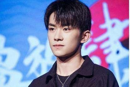 易烊千玺并没有搞特殊,媒体报道证明,他还是普通的大学生!