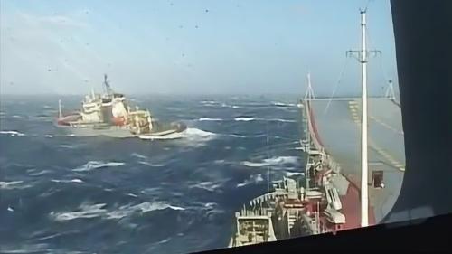 """记住这位希腊水手!为救""""瓦良格""""航母,在10级风暴中殉职!"""