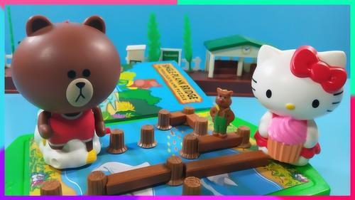 凯蒂猫和布朗熊玩趣味桌游:小熊过独木桥
