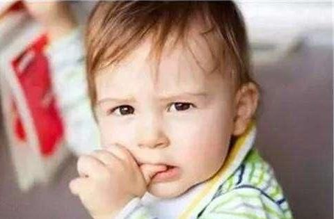 """孩子爱咬指甲改不掉?其实这和""""心理""""有关,家长别骂孩子"""
