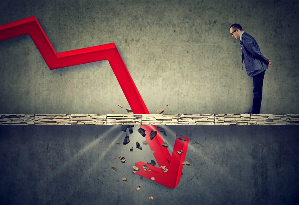 美股股指下跌道指跌超600点 金价大涨1.93% 美油跌逾2%