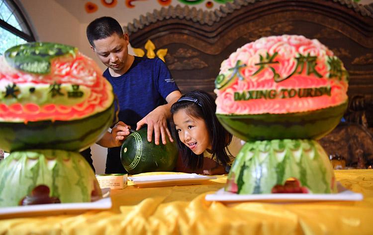 蒙古美食引来八方老饕客 草原歌舞繁荣大兴夜经济
