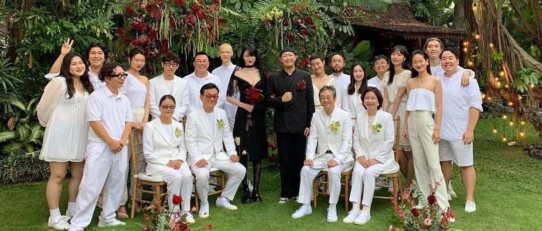 谁说结婚就要穿白婚纱?韩国超模、艾薇儿一身黑裙,还有新娘穿裤子…