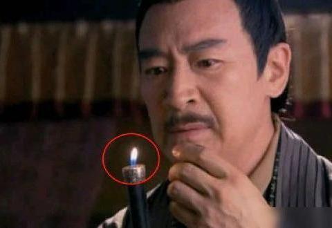 你这个火焰算烛光呢还是打火机呢?导演动点脑子行吗?