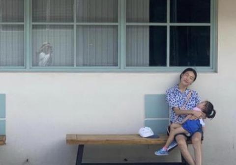 """陈冠希为秦舒培拍照,母女合照很温馨,从""""浪子""""到好丈夫的转变"""