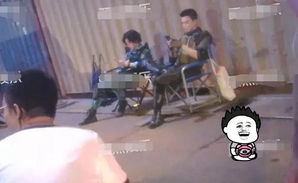"""鹿晗拍摄新剧,片场玩手机就算了,还展现""""葛优瘫""""与吴磊成对比"""