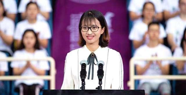 清华开学典礼杨雯惠引发热议,网友提议明年武亦姝发言,你支持吗