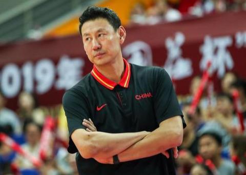 李楠:中国男篮只有翟晓川一个前锋!球迷懵了:阿不都和可兰呢