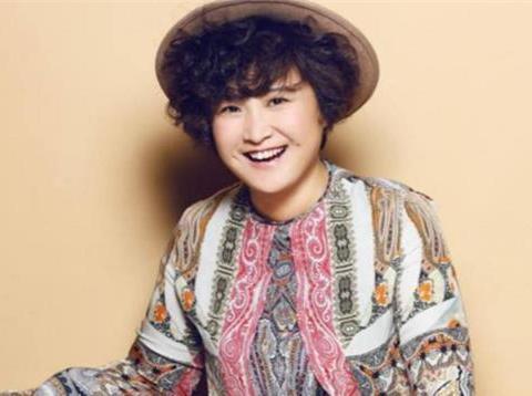 贾玲是演员还是老板,看到她旗下艺人,网友:脂肪与智商成正比