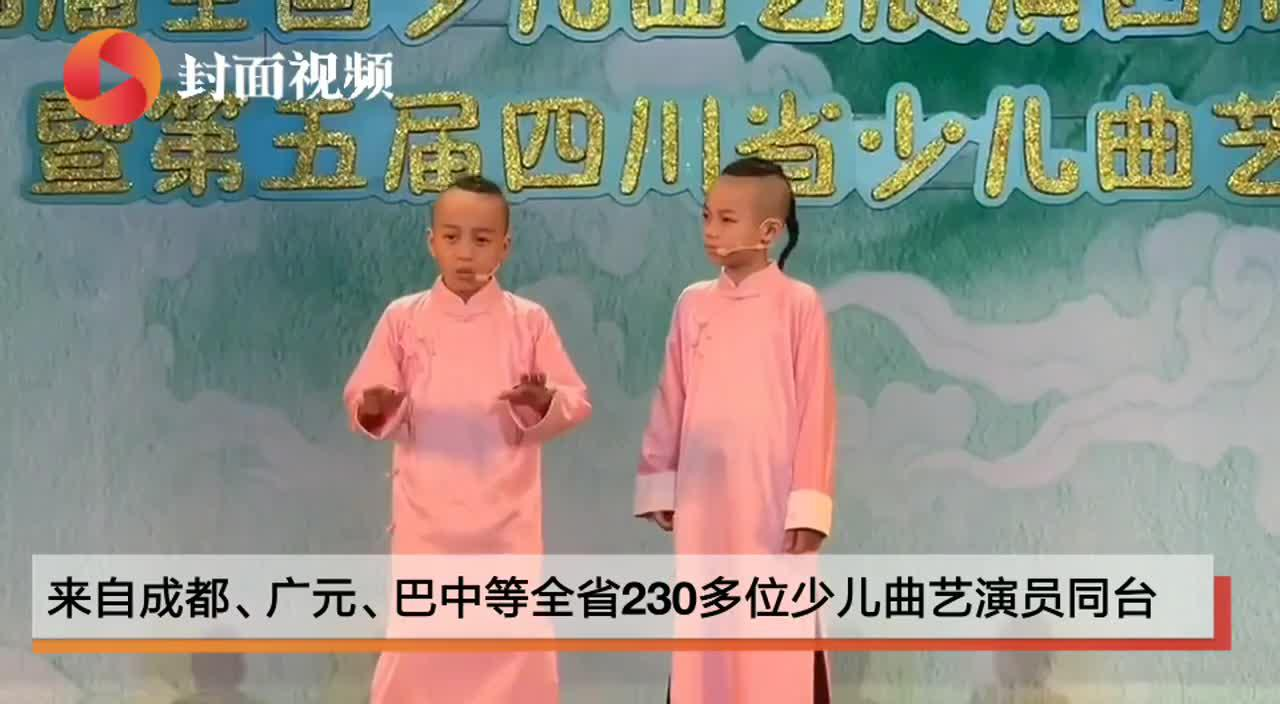 """一零后双胞胎相声演员大宝小宝 亮相少儿曲艺舞台上说""""合作"""""""