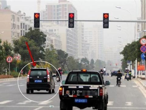 误闯红灯只能将错就错?交警:这都不会处理,2本驾照都不够扣!
