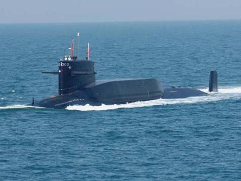 在水下发射导弹,需要穿过几十米的水层,战略核潜艇如何做到的?