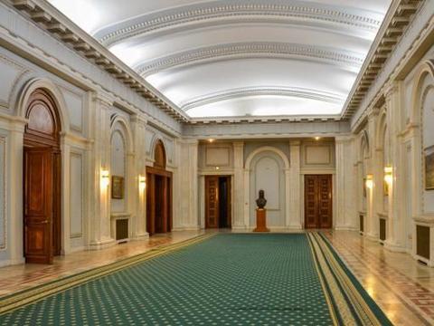 耗资241亿的政府大楼:光电费每年就超4千万,70%房间却空置40年