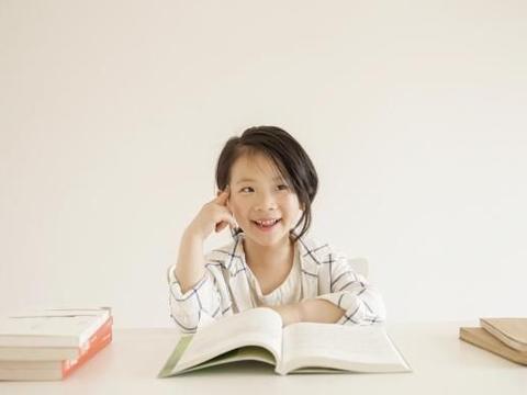 简单粗暴的教育,会教出胆小自卑孩子,教育要时刻保持理性