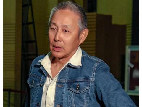 63岁陈道明照片曝光, 头发斑白, 与老友胡军濮存昕合影