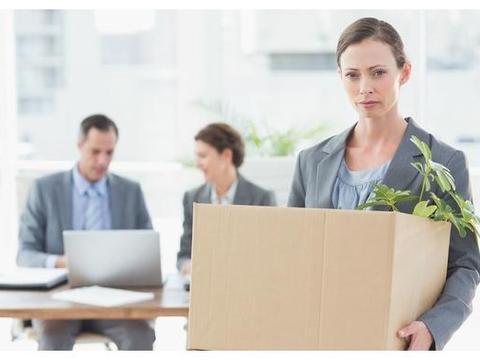 员工把工资条误发工作群,老员工纷纷离职,老板的做法让人无言