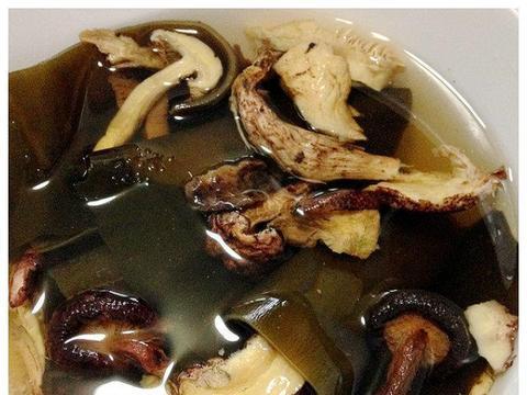 简单地叫做排骨汤吧,放的食材很丰富,味道超级棒