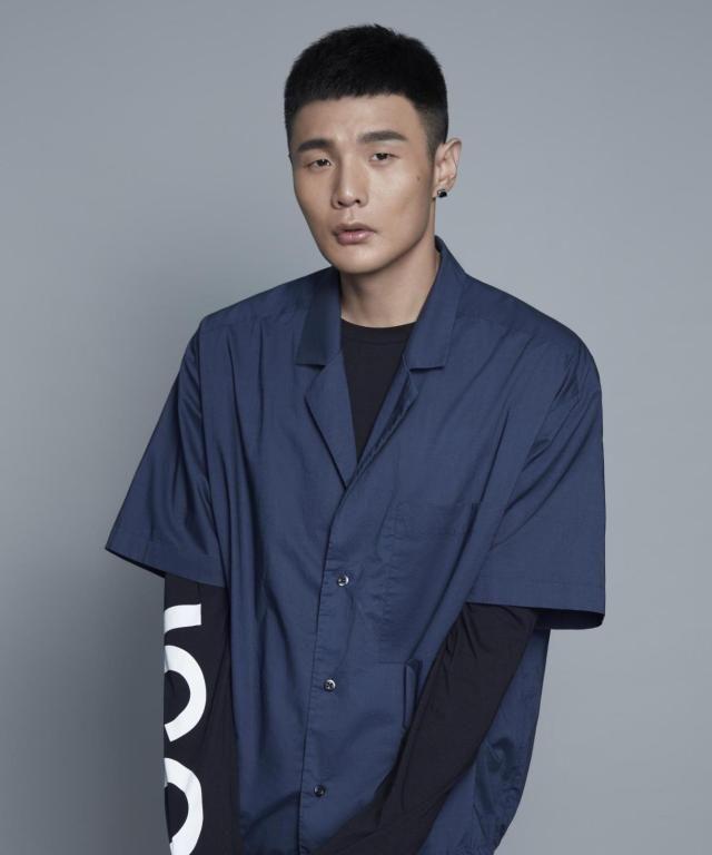 《中国好声音》:李荣浩选网络歌曲受争议,发长文力挺网络歌曲