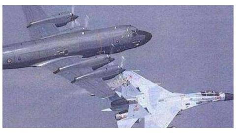 18年前,撞毁王伟战机的美军飞行员,后来怎样了?看完让人愤怒