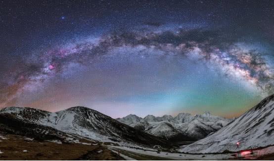 宇宙到底有没有边界?爱因斯坦和霍金给出答案,你赞同哪一个