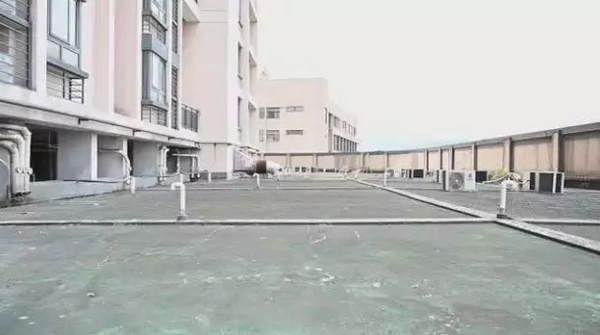 杭州2岁女童9楼阳台坠落,仍未脱离生命危险!妈妈当时正一旁晒衣服