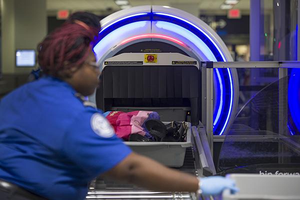 美國邁阿密國際機場內的3D掃描儀。視覺中國 資料