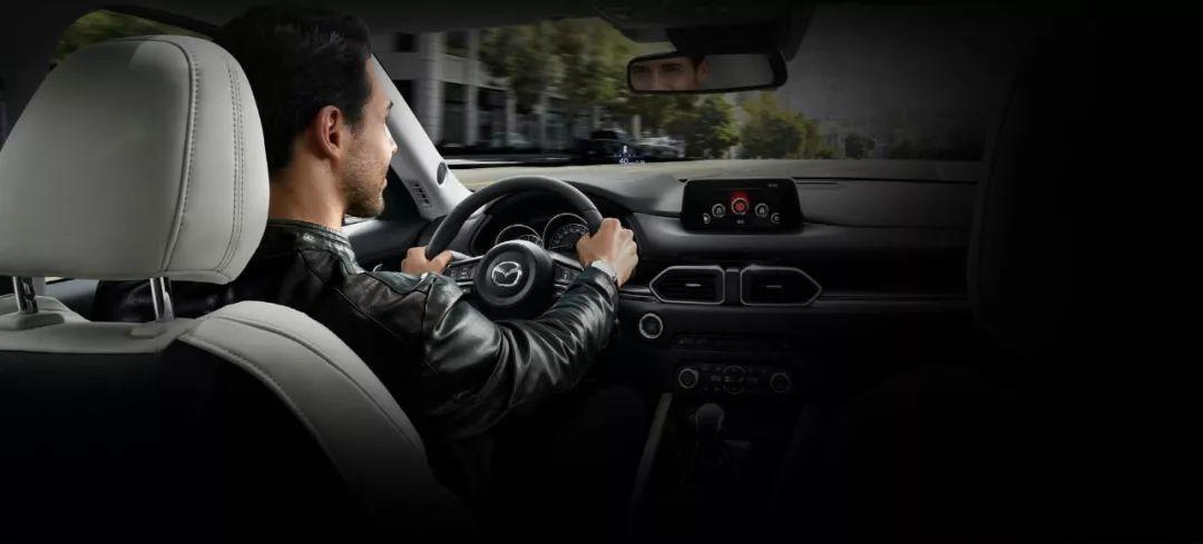 买SUV,中年人追求舒适,我们年轻人选择开着爽!