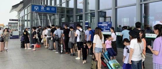 铁路嘉兴南站提前开站应对暑运高峰