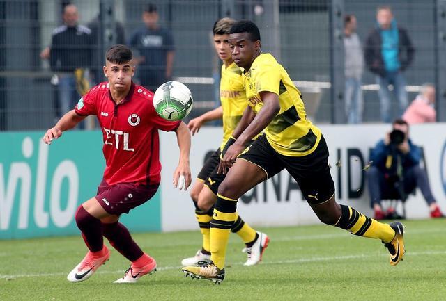 多特14岁前锋穆科科代表U19出战 8分钟即戴帽