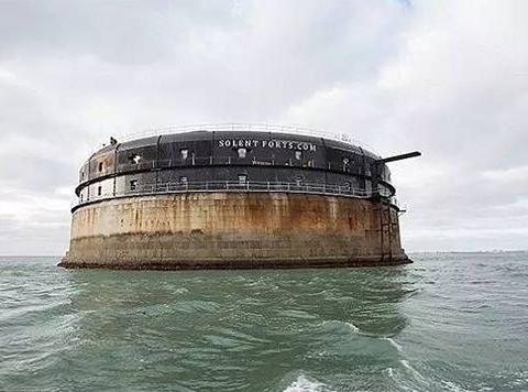世界最贵的酒店:由700万买下的堡垒改造而成,一直漂浮在海上