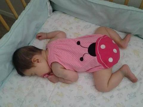 这3种睡眠习惯,一定要在娃6个月前纠正,不然影响骨骼发育就晚了