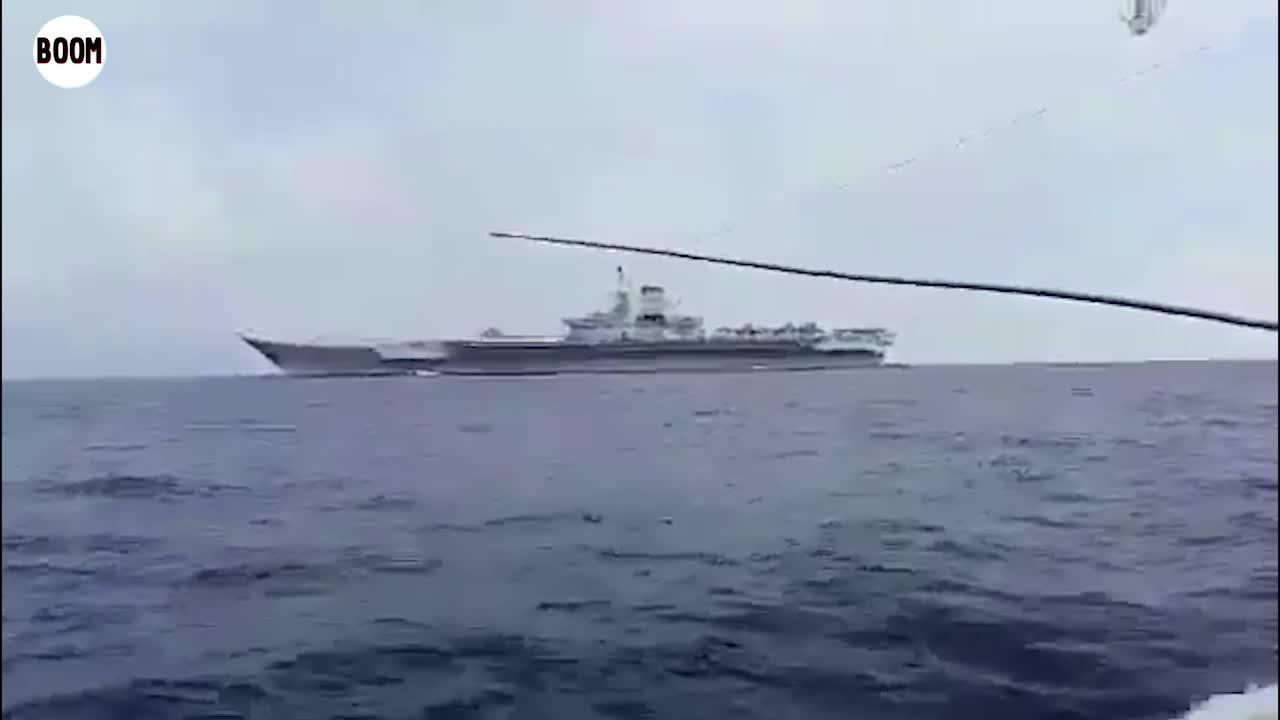 越南渔民在南海巧遇中国航母辽宁舰 甲板上停满歼15