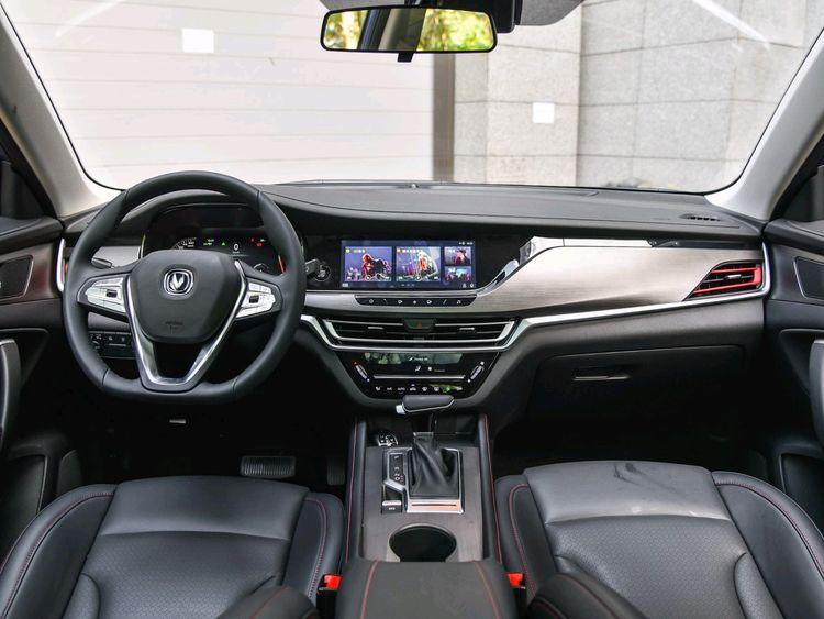 国产长安SUV炫酷来袭,国VI双离合1.4T车型,售6.99—10.99万