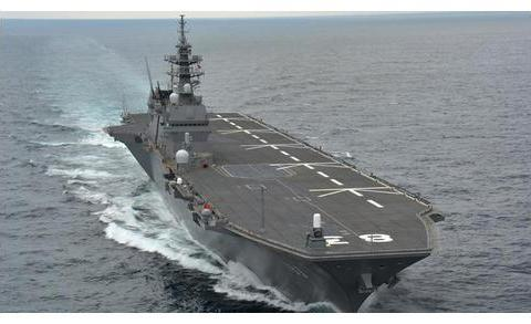 075型两栖攻击舰VS出云级直升机航母,谁输谁赢?