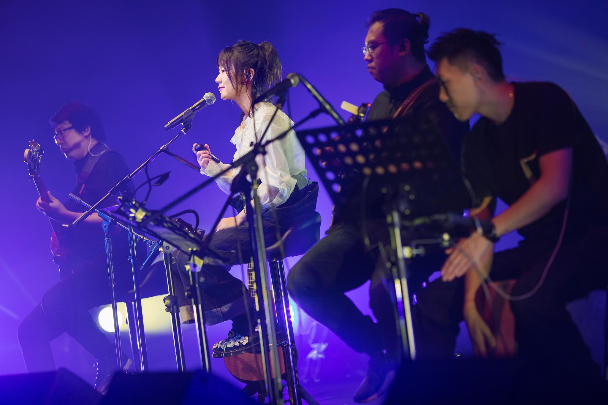 谢春花无声叛逆巡演重庆成都开唱 与歌迷共同见证成长蜕变