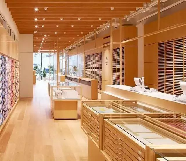 商业动态 | 日本人用113年打造了一座12层大楼,竟然只为卖文具?!