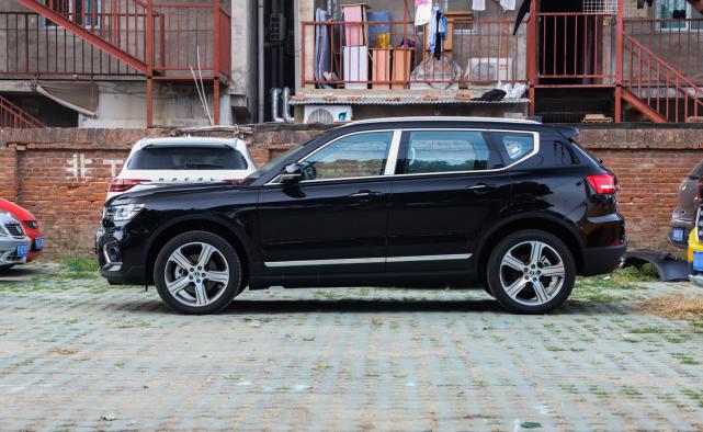 颜值媲美奥迪Q5L,车重2吨近零噪音,丐版231马力,没人懂