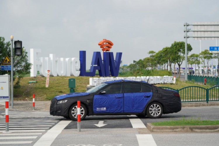 华人运通车路协同技术亮相临港智能网联汽车测试区