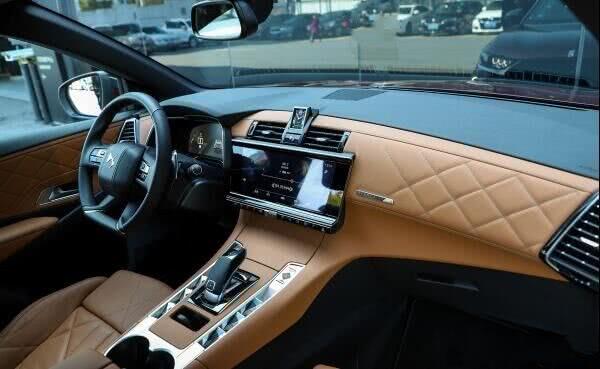 车界最无奈豪华车,三大件都是顶级,油耗6L只卖21万,没人懂