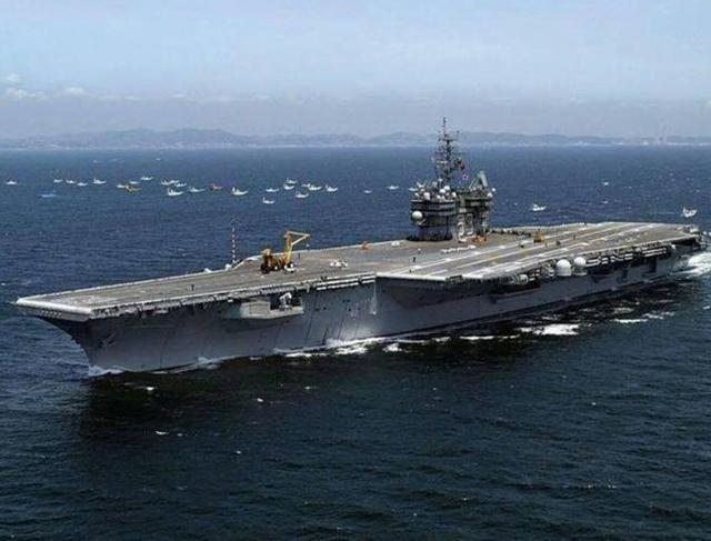 航母作为海上堡垒,甲板到底有多厚?真正需要担心的不是甲板
