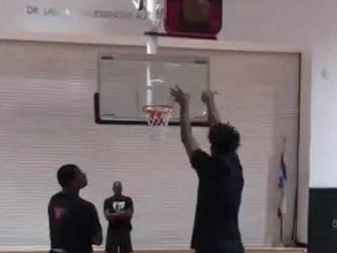 投篮教练晒视频称怀特塞德通过训练改变罚球动作和习惯