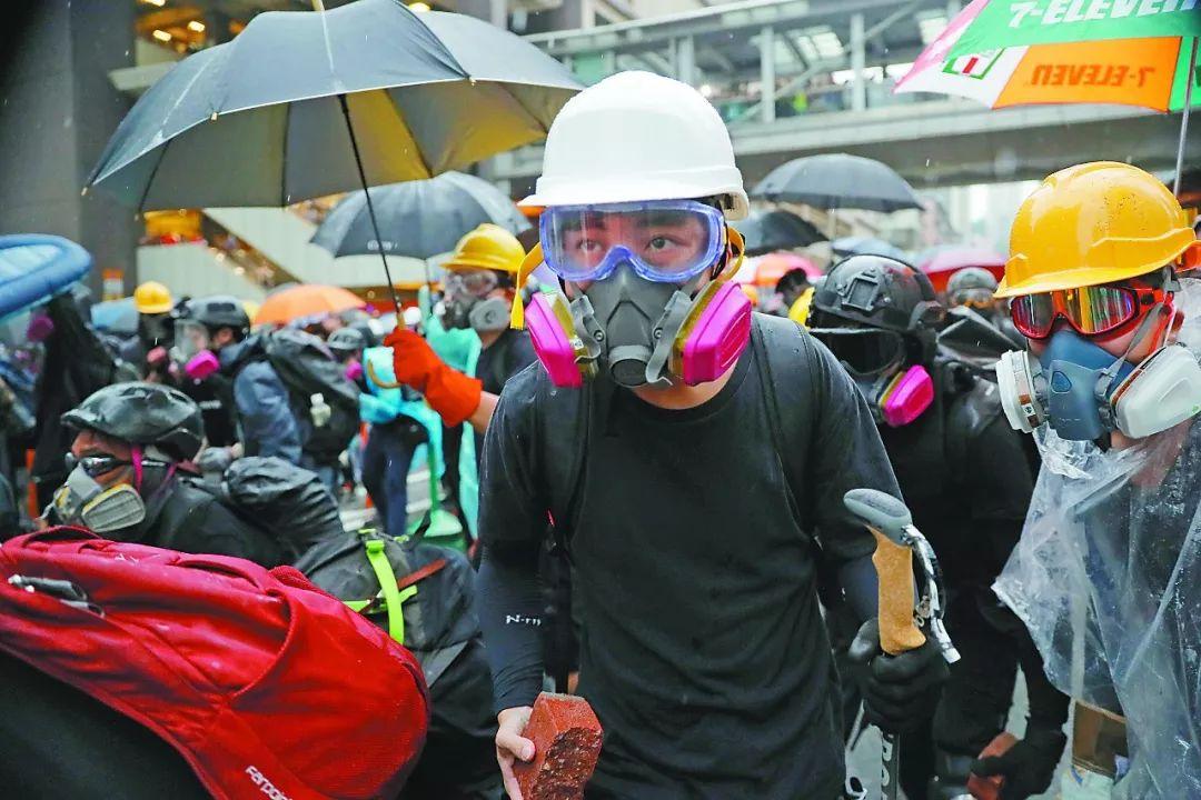 环球时报:非法暴力示威低龄化这才是香港的灾难