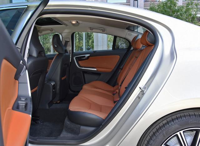 沃尔沃S60L入门款17.67万,新款或将今年引入,怎么选?