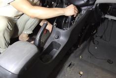 视频:安装雪佛兰科鲁兹档位盒和手套箱,仪表内饰板