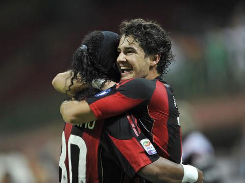 9年前今天AC米兰双喜临门!首轮4比0莱切+伊布加盟 直指意甲冠军