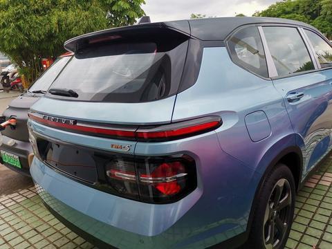 """国产""""MPV王者""""出新车 长超4米7 5/6/7座, 价格合适可以入手"""
